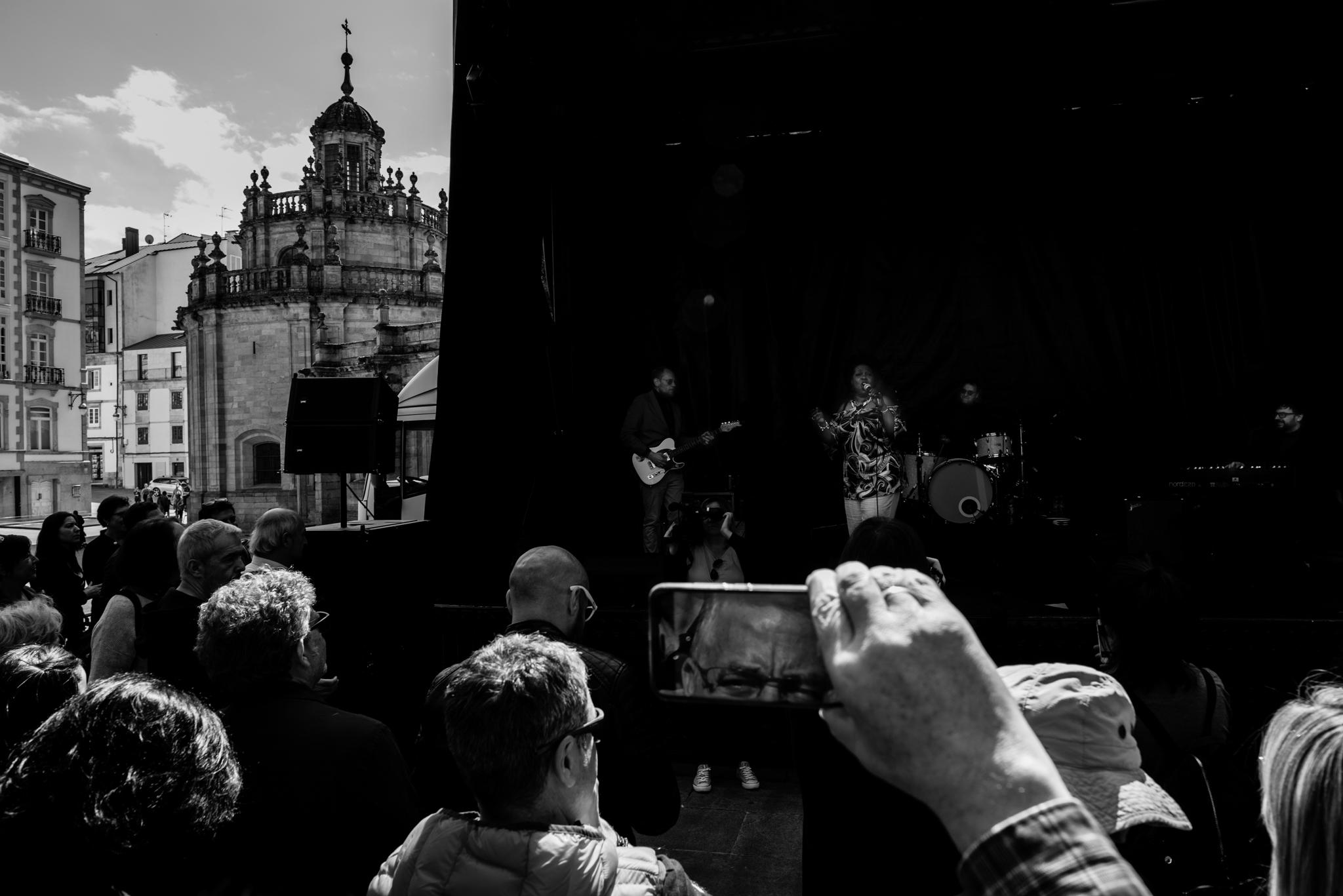 A diva internacional Gisele Jackson en concerto en Lugo na Rœa Bispo Basulto. Sesi—n vermœ de blues e algo de soul, house e dance de nivel estratosfŽrico.