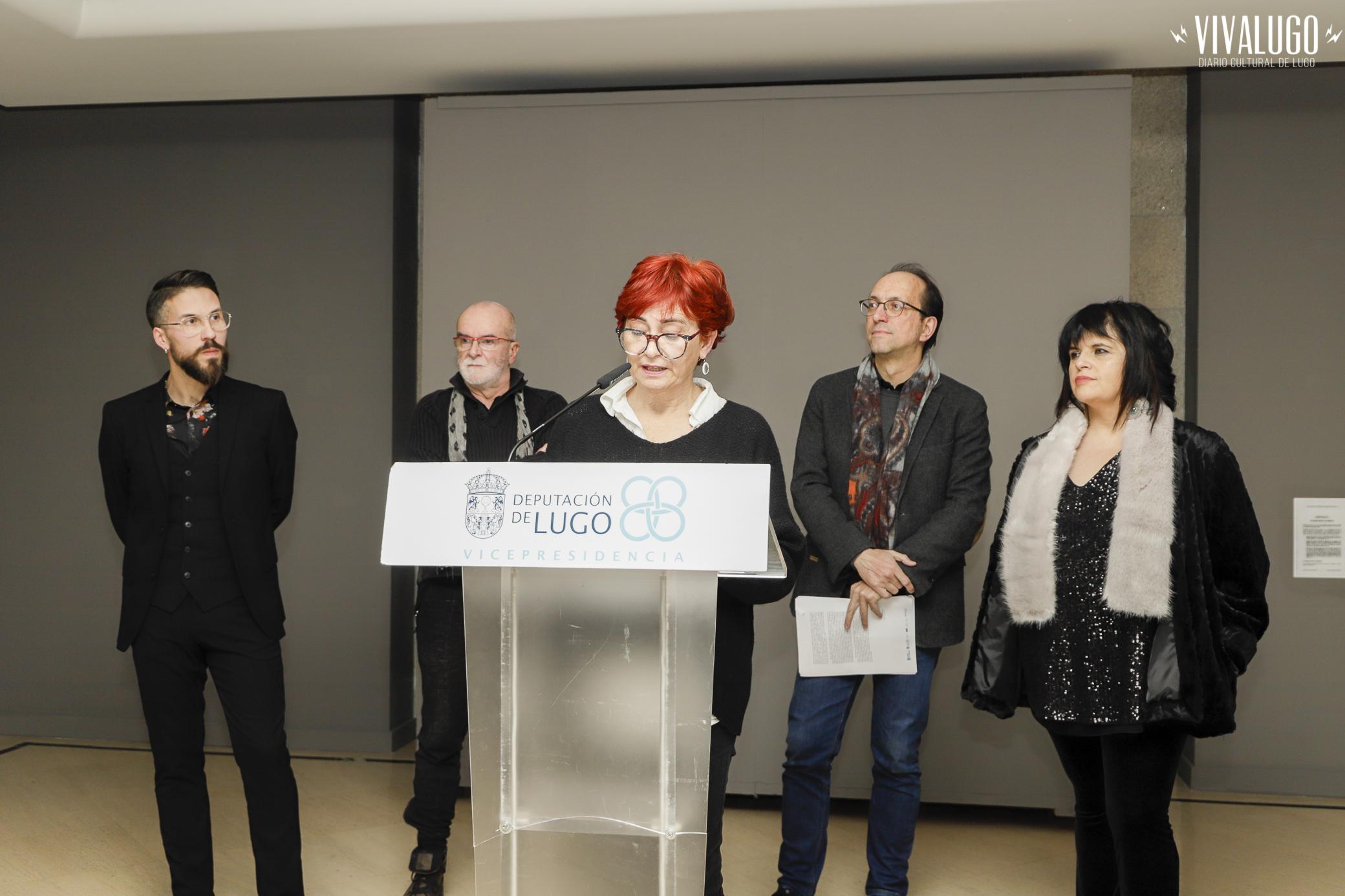 deputada de Cultura, Maite Ferreiro na inauguración dunha exposición