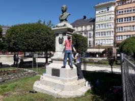 Última fase da restauración do busto de Xoán Montes