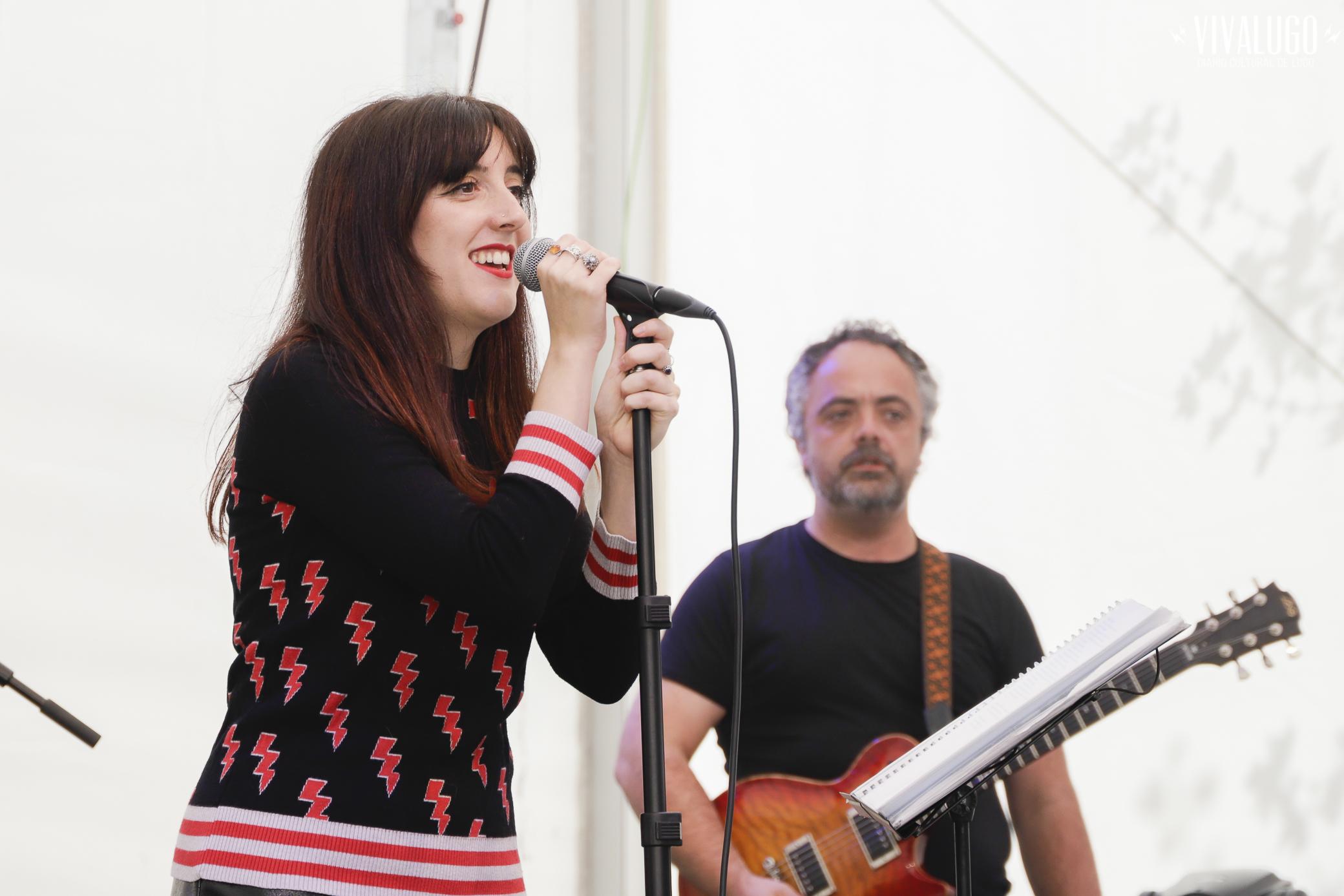 Sara Cruz cantando con Muddy Doll no San Froilán 2019